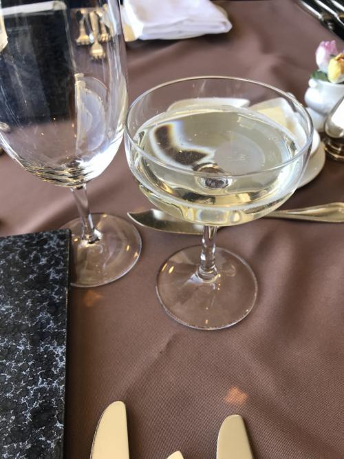 コース料理には、食前酒が一杯ついていました。<br />「澪」でした。