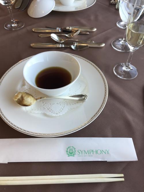 続いて、「福」。<br />フカヒレのスープです。<br />福とフグをかけて、フグの白子のフリットが添えられていました。