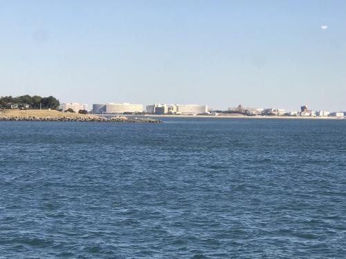 舞浜のベイホテル群とディズニーランドが見えてきました。