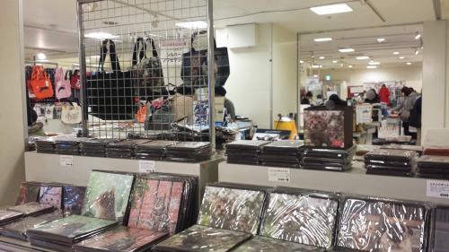 展示会場内は撮影禁止<br />内容は岩合さんの「ねこの京都」写真集のパネル展示です。<br />展示コーナーを出たところで額入りの写真やパネルを展示販売していましたが、なかなかいいお値段でした。<br />