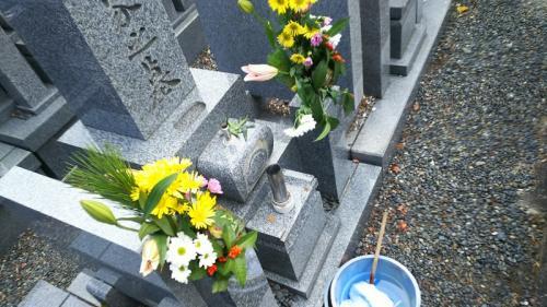 お墓の掃除をして<br />:今年も一年皆を守ってやってください
