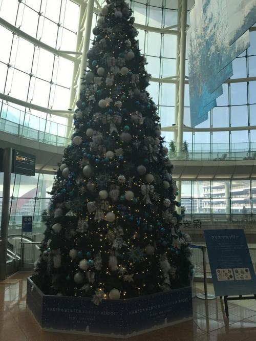 ターミナルの中央にもツリー