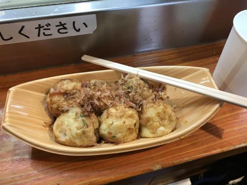 梅田の駅の所にあるたこ焼き屋さん美味しかったです。