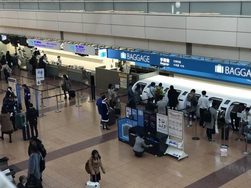 ANAの職員の方がサンタ服を着て案内してました。<br /><br />あと来週のソウルと大阪の往復でDIA達成予定です。