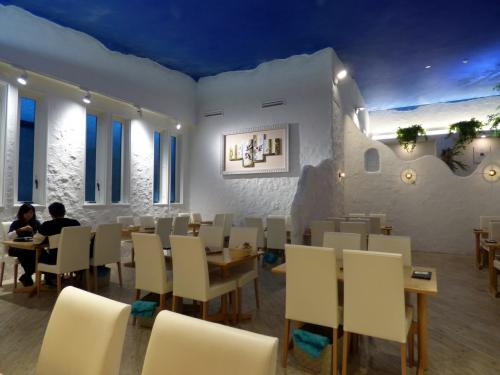 白い壁に青い天井 <br /><br />エーゲ海のミコノス島のイメージでしょうか <br /><br />行ったこと無いけど