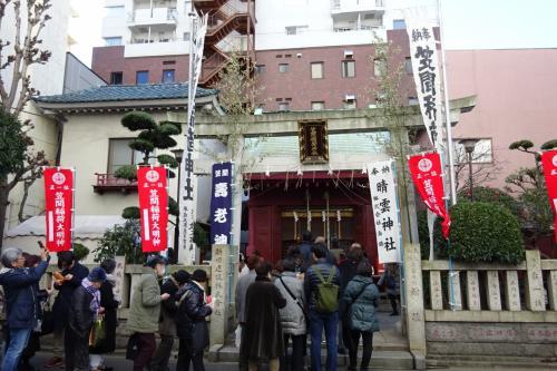 (3)寿老神 <笠間稲荷神社>(12:03)<br /><br />ここも小さな神社だが、お参りの行列は長かった。<br />笠間稲荷神社は、茨城県笠間市にある笠間稲荷神社の東京別社。<br /><br />