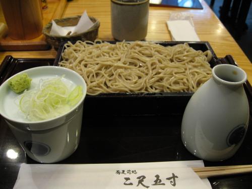 食べたのは「もりそば・800円」<br />蕎麦湯まで頂いてごちそうさまでした。<br /><br />皆さんは海外旅行の前に何を召し上がりますか?<br /><br />