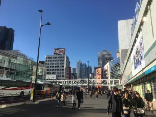 新宿駅南口前。