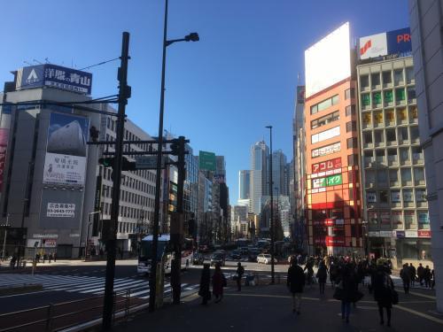 西新宿方面に向かいます。