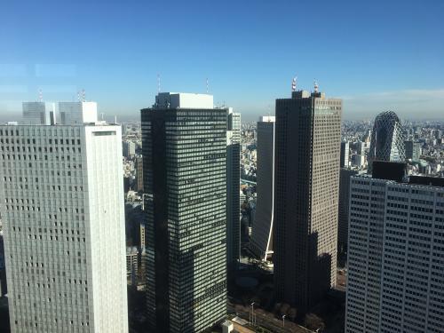 おぉ!!<br /><br />高さ202メートルからの景色はこういうものなんですね。<br /><br />まずは新宿の高層ビル群から。