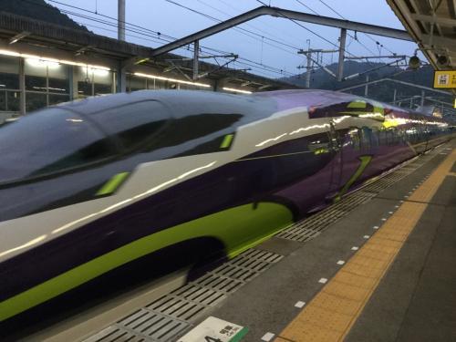 行きの新幹線は偶然 エヴァ号!<br />初めて乗りました(^o^)<br /><br />途中、のぞみに乗り換えて京都駅へ。