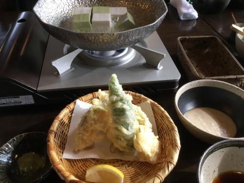 天ぷらも出てきて、この後、ちりめんご飯、スイーツ。<br />お腹いっぱいになりました。