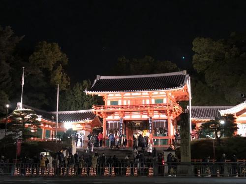 ホテルで少し休んで、夜8時頃 八坂神社へ
