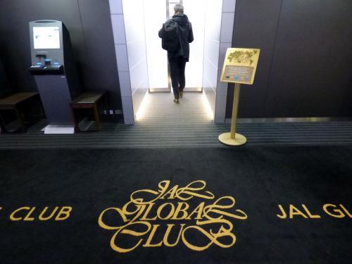 JALグローバルクラブ専用口に向かいます