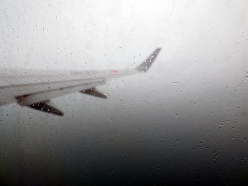 離陸するとすぐに雲の中を