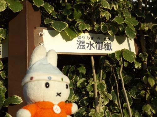 ホテルのすぐそばに史跡らしきものを発見!<br />「漲水御嶽」だって・・・。<br />沖縄とかにいっぱいあるパワースポットですね!!<br />\(^▽^)/