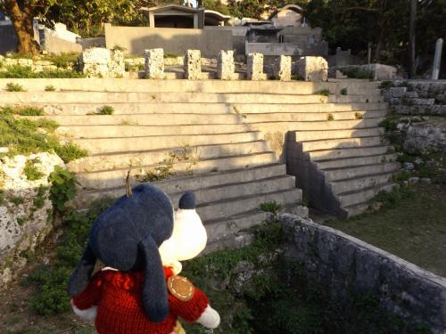 ハッ!(`ロ´;) この造り!<br />メキシコで見たことがあるの。<br />マヤ文明の「チチェン・イッツァ」とかの<br />建造物と一緒じゃないか!!