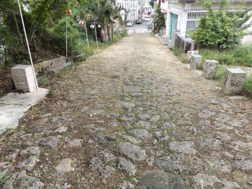けど、この石畳は<br />どちらかというと宮古神社の参道っぽいの。<br />登りつめると宮古神社なの。<br />3日目にここで初詣でをしたよ。