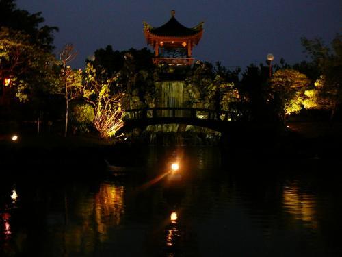 異国情緒漂う庭園ですライトアップも幻想的でいいですが<br />昼間に行けるところを少し制限かかっているのは残念でした・・