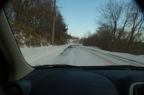 帰りも道路が凍っていたので、滑らないように、慎重にレンタカーを走らせた。