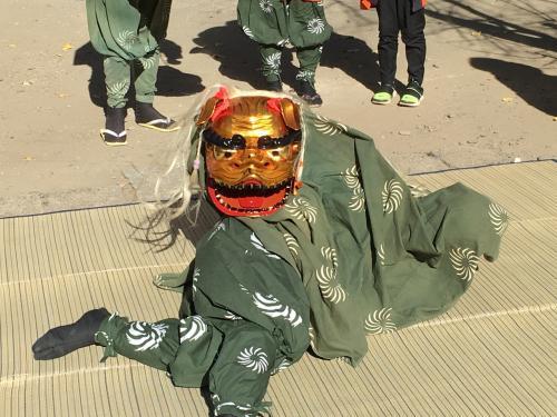 着いた頃、磐井神社の境内では、獅子舞も披露されていました。<br />もっと遅い時間だと思ってたので、ラッキーでした。