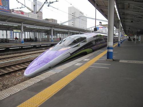 エバンゲリオリン新幹線でした。予想外の事でテンションアップ!