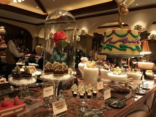 デザート盛りだくさん。ビーアワーゲストの世界です。