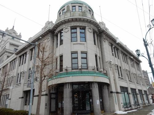 函館市地域交流街づくりセンター。<br /><br />立派な建物で気になったのと、それ以上に単に寒くてw<br />暖を取りながら行き先を調べました。