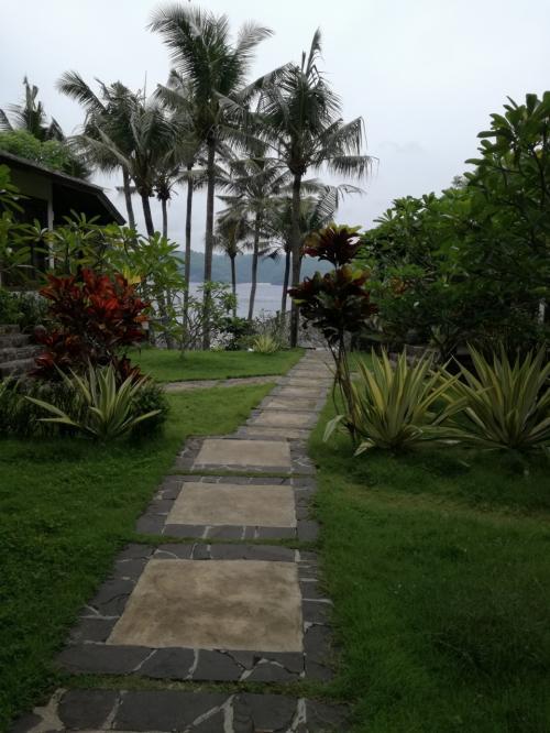 Villa Trevally<br />http://www.villatrevally.com/<br />https://goo.gl/maps/FjgwU5vgY3K2<br /><br />宿泊も可能です。ただこのホテルに泊まると夕食をそとに食べに行くのが億劫。