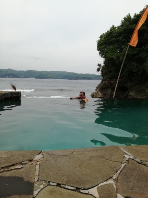 うししっ<br />東伊豆あたりの波打ち際の露天風呂に見えるのわ、<br />わたしだけ?うひゃひゃ