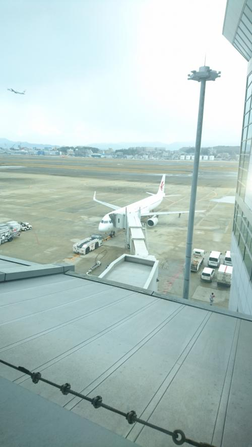 窓からはこの様に旅客機を見ることもできます。写真は中国東方航空