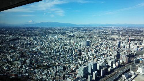 1000円払って上まできました~。<br />天気がいいので富士山が見えます!飛行機で見たよりハッキリ見えるかも(笑)
