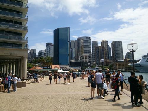オペラハウス側から、サーキュラー・キー(Circular Quay・シドニーにある埠頭)を望むショットです。