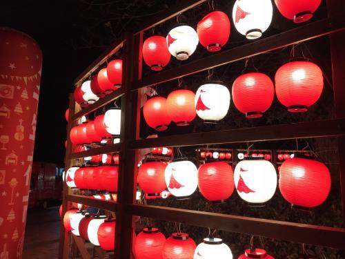 提灯が綺麗でした!<br />夜市の後は住吉神社と筥崎宮に初詣にいきました