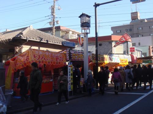 川崎大師 表参道 の街路灯ですかね?