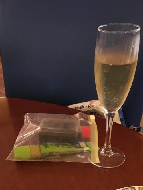 レオパレスに泊まると、施設内の『ラーゴ』で食べ放題、飲み放題。。<br /><br /><br />今回は、販促技の醤油とワサビ持参。。。<br /><br />$35 税別 詳しくは、過去の口コミを<br /><br />http://4travel.jp/overseas/area/oceania_micronesia/guam/guam/restaurant/10417581/tips/12655262#contents_inner