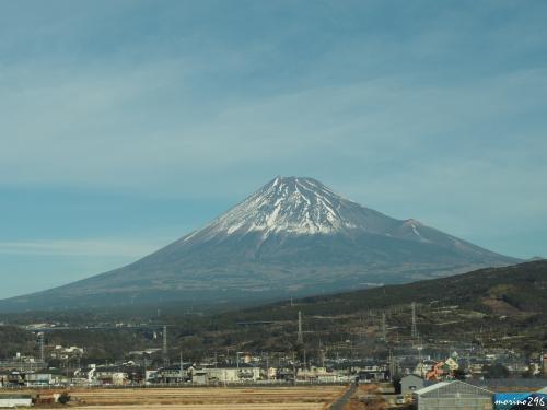 新幹線の車掌から眺める富士山 9:18頃<br /><br />この日も晴れ、富士山が綺麗に見えました。<br />寒い日が続きますが、富士山の冠雪は例年よりも少ない気がします。