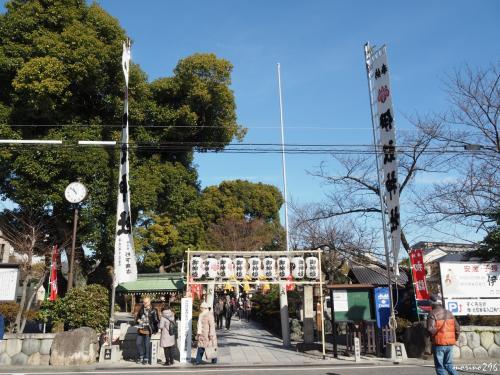 伊奴神社 10:52頃に到着<br />(名古屋市西区稲生町2-12)<br /><br />天武2年(673年)、この地で取れた稲を皇室に献上した際に創建、<br />1330年余りの歴史を持つこの地方でも有数の古社です。