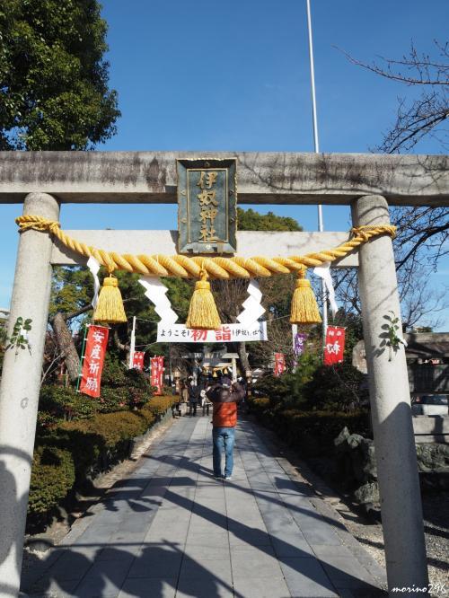 伊奴神社 鳥居<br /><br />立派な注連縄が飾られています。