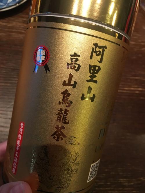 お茶が欲しくて空港で買いました。<br /><br />香りはいいけど苦味が強いかな?<br /><br />本当に楽しい2泊3日でした。<br />また行きたい!!<br /><br />ちなみに台湾では「台湾データ」を利用しました。<br />10台までOKなので、夫婦2人に息子とipad2台、姉家族iphoneもいけます。<br />通話はラインの無料通話でOK。<br /><br />主人の部屋とは隣でしたが、問題なくwifiいけました~。<br /><br />台湾データオススメですよ。自宅で受け取り、帰りにポストに投函です。<br />サクサクいけちゃいました。<br /><br />本当にまた行きたい台湾!!<br />