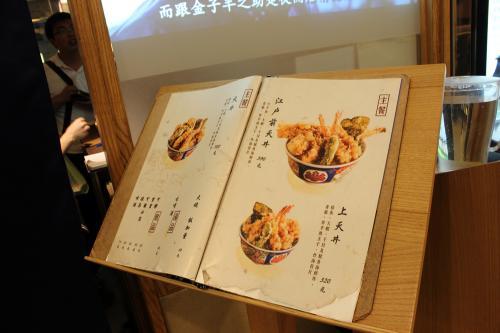 台北にしてはいいお値段でしたがこのどんぶりからはみ出るほどの天ぷらを見ると納得です。