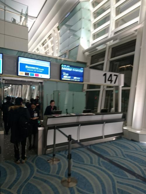 JL99便 HND17:55発 搭乗GATEは147でした。<br />急いでいて、写真がブレて、すみません(^^;)