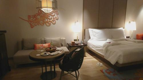 ホテルの部屋って薄暗いのが好きじゃないのですが、ここの部屋は電気がたくさんあるので夜でも明るく過ごしやすいです。