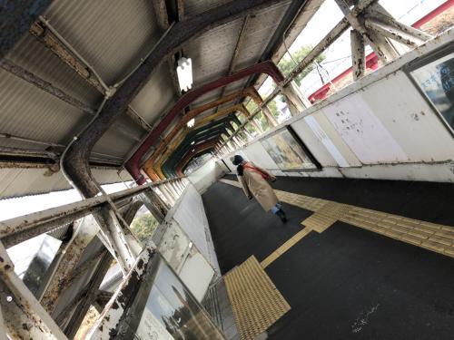 光駅、かつては東京と九州を結ぶブルートレインの停車駅の一つだったこともあるので、駅の風格は立派。東南アジアの鉄道の主要駅を髣髴させる構内陸橋です。