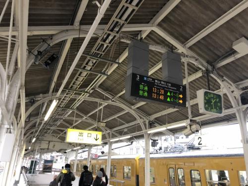 さて、尾道駅に到着しました。3時間ほど昼食と街中の散歩を楽しみます。