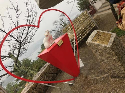 ロープウェイ山上駅すぐ近くにある「恋人の広場」