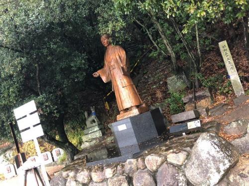この銅像も・・・・平成十年十月大相撲尾道場所を記念した石碑