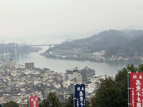 千光寺の手前で、尾道水道としまなみ海道につながる新尾道大橋が見えました。