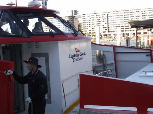 サーキュラー・キーに「キャプテンクック・クルーズ」の船が停泊していました。<br /><br />ディナークルーズが人気です。