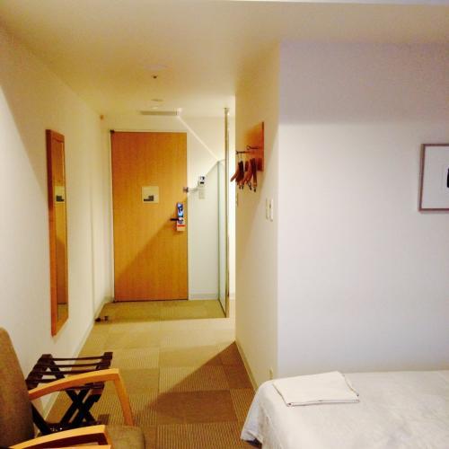 宿に到着。<br />ウイニングホテルです。<br />チェックイン。<br />ドア開けた瞬間居心地最高で「良い宿だな!」と叫ぶ。<br />時刻はだいたい16時半。<br />